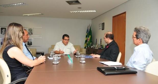 Fundação Tiradentes e Ipasgo tratam de interiorização do atendimento